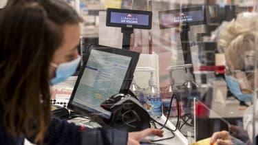 Plus d'un million de caissiers et caissières ont continuer à travailler durant la pandémie.