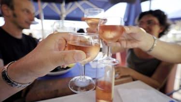 Aux Etats-Unis, le rosé la cible des jeunes consommateurs, en jouant sur une image festive, mêlant le naturel et l'art de vivre du sud.