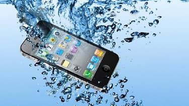 Jusque là, un smartphone plongé dans un liquide était condamné à une mort certaine. Avec l'invention d'Álvaro Martín et Javier Benito, ils pourront repartir en seulement 24 heures.
