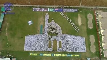 Attentat de Christchurch: des milliers de Pakistanais forment une mosquée géante en hommage, un mois après le drame