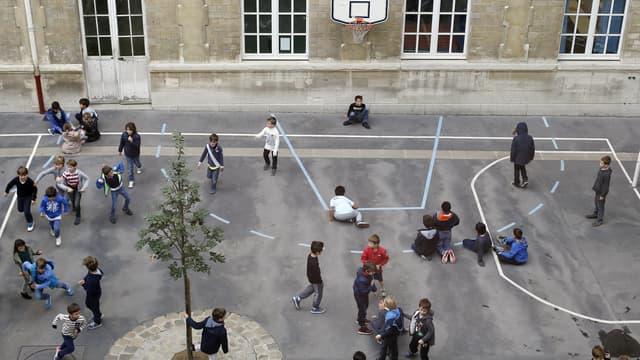 La cour de récréation d'une école primaire, à Paris, en octobre 2014. (photo d'illustration)