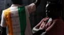 Comptage des voix dans un bureau de vote du quartier de Koumassi à Abidjan. Les premières élections législatives organisées depuis plus d'une décennie en Côte d'Ivoire se sont déroulées plutôt calmement dimanche. /Photo prise le 11 décembre 2011/REUTERS/T