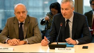 Le maire de Bordeaux Alain Juppé et le ministre de l'Économie Bruno Le Maire lors d'une réunion à Bercy sur l'avenir du site de Blanquefort, le 15 octobre.