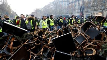 Les gilets jaunes sur les Champs-Elysées.