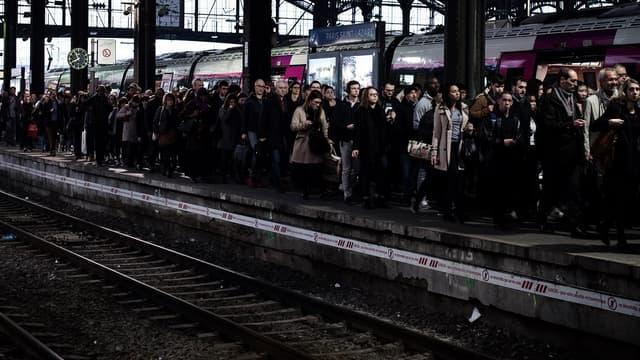 Message reçu dans les transports, avec 90% des TGV et 80% des TER annulés, et 11 lignes du métro parisien fermées