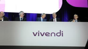 Vivendi obtient le contrôle à 100% de la société italienne de TV payante Mediaset Premium et envisage avec son allié Mediaset, la création d'une plateforme mondiale de télévision sur internet.