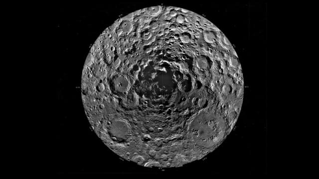 Le pôle sud de la Lune photographié par la Nasa.