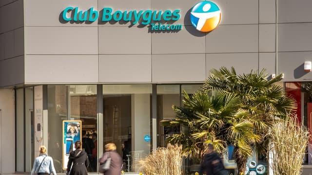 """Les syndicats CFDT de Bouygues Telecom et d'Orange ont regretté l'échec des négociations en vue du rapprochement entre les opérateurs mais pour la CGT, cette issue """"n'est pas une mauvaise nouvelle""""."""