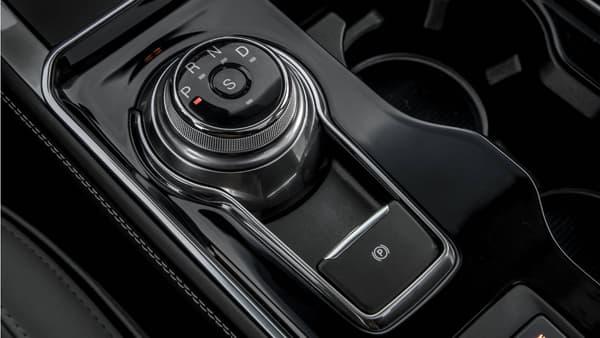 Le sélecteur de modes, qui remplace le levier de la précédente version, permet de gagner de la place au niveau de la console centrale.