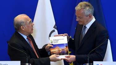 Le secrétaire général de l'OCDE Angel Gurria a remis ce mardi l'Étude économique 2019 sur la France au ministre de l'Économie Bruno Le Maire.