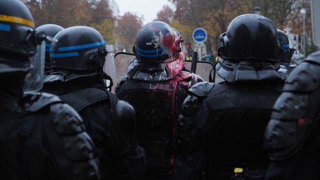Certains souhaitent que les militaires remplacent les policiers pour les gardes statiques.