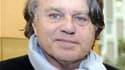 """Gilbert Collard espère contribuer à impulser une nouvelle dynamique à la candidature de Marine Le Pen pour 2012 et à inscrire définitivement son mouvement dans la démocratie. L'avocat, qui s'est rendu samedi à Nice aux """"Journées d'été de Marine Le Pen"""", e"""