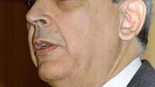 Le Premier ministre tunisien sortant, Mohamed Ghannouchi, conserve la tête du gouvernement remanié où 12 ministères changent de titulaires, dont ceux de l'Intérieur et de la Défense. /Photo d'archives/REUTERS/Mohamed Hammi