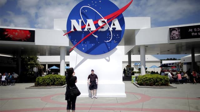 La Nasa va verser plus d'un milliard de dollars au cours des 21 prochains mois à trois firmes pour le développement de vaisseaux capables de transporter des astronautes vers la Station spatiale internationale (ISS). /Photo d'archives/REUTERS/Carlos Barria