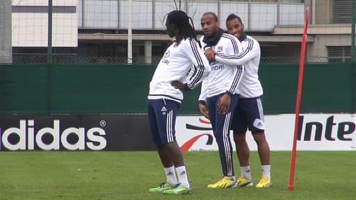 Bafé Gomis et ses coéquipiers de l'Olympique lyonnais à l'entraînement.