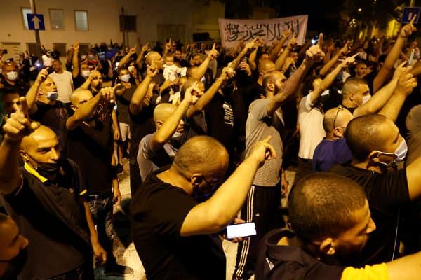 Manifestants devant l'ambassade de France en Israël, à Tel Aviv, le 24 octobre 2020