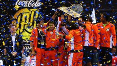 En 2014, lors de la première édition du tournoi-exhibition IPTL, la franchise gagnante a raflé un million de dollars. Deux joueurs français y participaient : Fabrice Santoro et Gaël Monflis