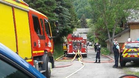 Un feu s'est déclaré lundi dans un chalet à Saint-Léger-les-Mélèzes.
