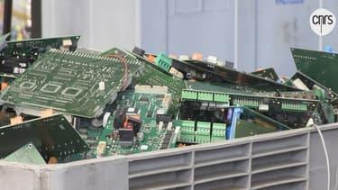 Les composants informatiques peuvent être recyclés grâce à de l'eau à 500°.