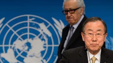 Ban Ki-Moon, le secrétaire général des Nations unies (à droite) et Lakhdar Brahimi, le médiateur de l'ONU et de la Ligue arabe pour la Syrie, lors de la conférence de presse de clôture, à Montreux, en Suisse, le 22 janvier.le