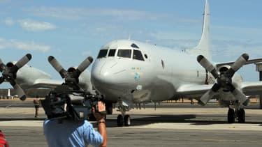 Les recherches de débrits du vol MH370 se pousuivent depuis l'Australie. Ici un avion Royal Australian Air Force Orion, le 22 mars 2014