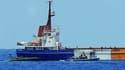 """Des soldats israéliens sont intervenus à bord du """"Rachel-Corrie"""", un cargo humanitaire irlandais en route pour Gaza. Selon Tsahal, la marine israélienne a pris le contrôle du cargo Rachel-Corrie sans incident. /Photo prise le 5 juin 2010/REUTERS/IDF/Hando"""