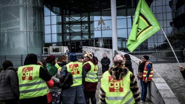 Manifestation des femmes de chambre en grève de l'Ibis Batignolles le 17 octobre 2019 devant le siège du groupe Accor à Paris