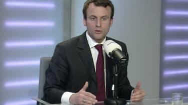 """Emmanuel Macron a qualifié de """"ridicules"""" les polémiques à l'égard de la vie de l'entreprise."""