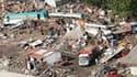 A Concepcion. La présidente du Chili, Michelle Bachelet, tente de dissiper les inquiétudes de ses compatriotes concernant d'éventuelles pénuries de nourriture et de carburant, quatre jours après le violent séisme qui a fait environ 800 morts. /Photo prise