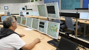 L'EPR finlandais -réacteur de troisième génération- dans le sud-ouest du pays, devait initialement être mis en service en 2009, mais le chantier lancé en 2005 a connu d'importants retards et surcoûts.