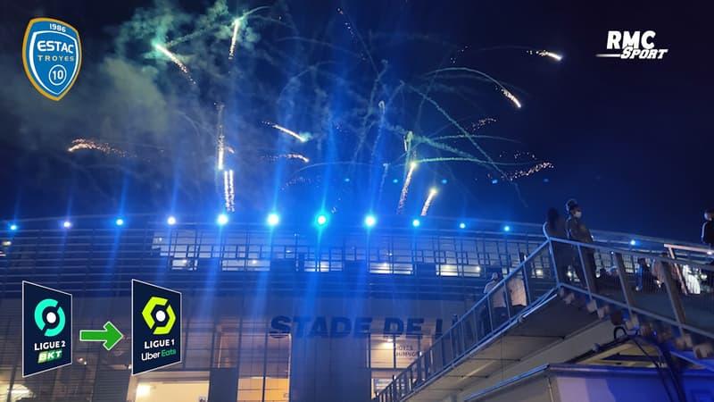 Troyes : Joueurs et supporters fêtent la montée en Ligue 1 aux abords du Stade de l'Aube