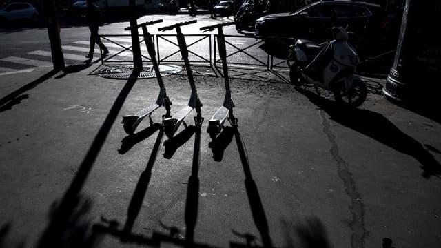 Des trottinettes électriques en libre-service à Paris.