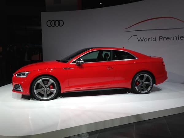 Il se dégage une allure plus affinée du profil de cette nouvelle génération d'A5 coupé.