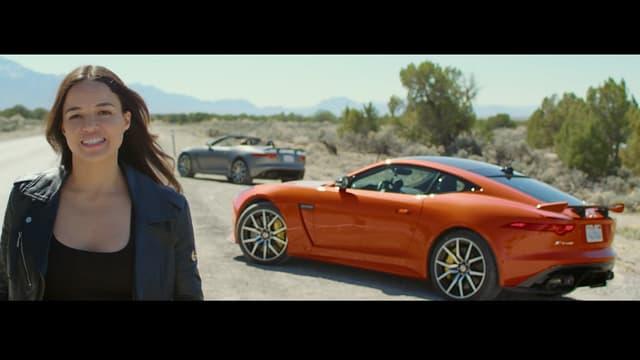 """Michelle Rodriguez dépasse les 300 km/h au volant de la F-Type SVR. De quoi rappeler de bons souvenirs aux fans de """"Fast and Furious""""."""