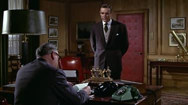 M, qui est sa supérieure hiérarchique, est souvent excédée par James Bond. L'échangerait-elle pour autant?