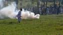 Manifestants fuyant les gaz lacrymogènes tirés par les forces de l'ordre à Islamabad, vendredi. Alors que les pays occidentaux redoutaient de nouvelles manifestations de colère des musulmans vendredi, jour de la grande prière hebdomadaire, les rassembleme