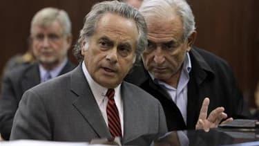 Dominique Strauss-Kahn lors de sa première comparution au tribunal, aux côtés de son avocat Benjamin Brafman. Une audience se tiendra jeudi pour examiner une demande de remise en liberté sous caution du directeur général du Fonds monétaire international.