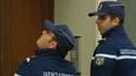 A Dourdan, des gendarmes enquêtent après qu'un déséquilibré armé d'un couteau a blessé huit personnes.