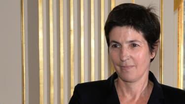 Christine Angot décoré de l'Ordre des Arts et des Lettres en 2013.