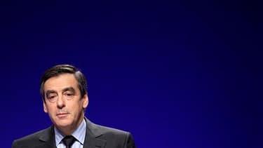 Le Premier ministre François Fillon a prolongé et élargi vendredi le moratoire sur le gaz et les huiles de schiste, dont l'exploitation est combattue par les écologistes. La recherche et les travaux sont désormais suspendus jusqu'à la fin de la première q
