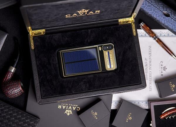 La boite dans laquelle est envoyée l'iPhone X Tesla