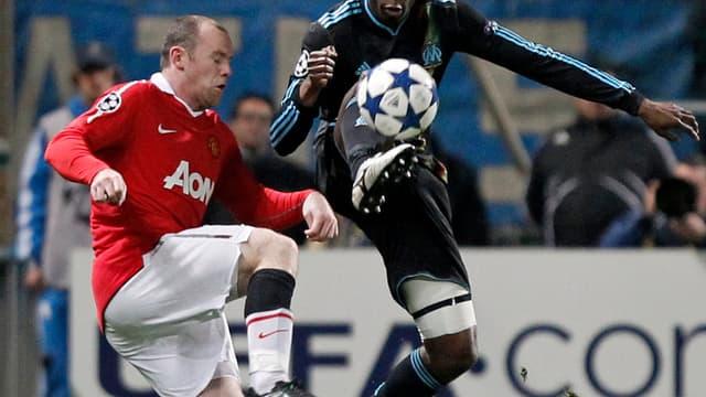 Rod Fanni et Wayne Rooney