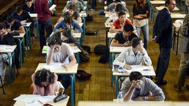 Des lycéens passent une épreuve du baccalauréat