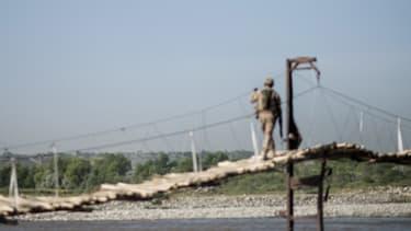 Un avion, qui vient de s'envoler de la base militaire américaine, survole la région de Bagram, en Afghanistan, le 29 mai 2014 (photo d'illustration).