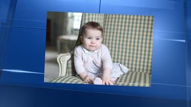 Un nouveau cliché de la petite princesse Charlotte, à l'âge de six mois, posté sur Twitter ce dimanche.