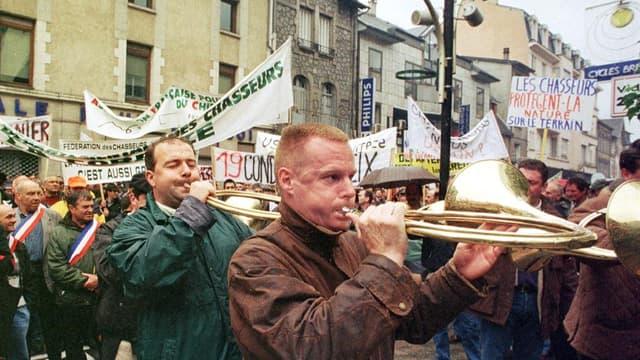 Une manifestation de sonneurs de trompe en Corrèze, le 20 mai 2000.