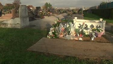 La petite Adélaïde a été enterrée sous X.