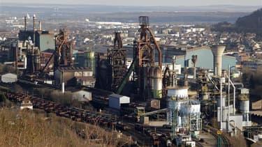 Le gouvernement français et la direction d'ArcelorMittal ont théoriquement jusqu'à minuit ce vendredi pour trouver une solution pour sauver les hauts fourneaux du site sidérurgique mosellan de Florange. Différents scénarios sont possibles comme la poursui