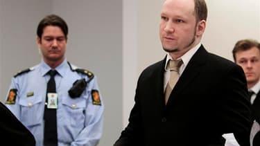 """Anders Behring Breivik s'est vanté mardi d'avoir mené l'attaque """"la plus spectaculaire en Europe depuis la Seconde Guerre mondiale"""", au deuxième jour de son procès pour le meurtre de 77 personnes le 22 juillet 2011. /Photo prise le 17 avril 2012/REUTERS/H"""