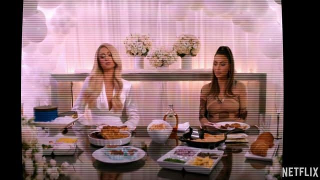 """Paris Hilton et Kim Kardashian dans la bande-annonce de """"Cooking With Paris"""""""